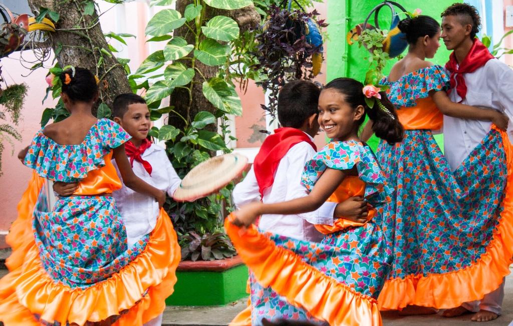 Dancers from Pichilin celebrate Sembrandopaz's 10th anniversary.